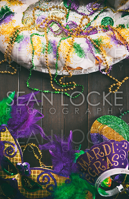 Series for the celebration of Mardi Gras, including Hurricane drinks, a King Cake, masks and trinkets.