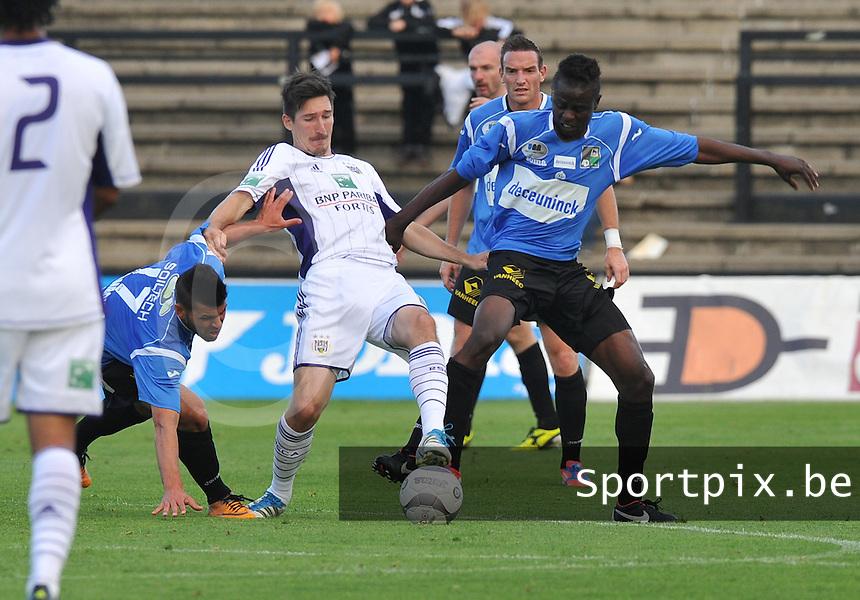 KSV Roeselare : Michel Kodia (rechts) in duel met Sacha Kljestan van Anderlecht .foto DAVID CATRY / BART VANDENBROUCKE / VDB