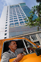 INDIA Westbengal Calcutta Kolkata, Salt Lake Sector V , the new IT Hub with companies like BPO, call center, software development , technology and communication / Indien Westbengalen, Megacity Kolkata Kalkutta , Salt Lake - Sector V , ein neues Zentrum der Informationstechnologie Kommunikation BPO Callcenter und Software-Entwicklung