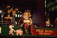 ATENCAO EDITOR IMAGEM EMBARGADA PARA VEICULOS INTERNACIONAIS -  SAO PAULO, SP, 07 DEZEMBRO 2012 - ILUMINACAO DA PRACA DE NATAL AV PAULISTA - Inaugurada a iluminacao da Praca de Natal da Av. Paulista na noite desta sexta-feira(07).(FOTO: AMAURI NEHN / BRAZIL PHOTO PRESS).
