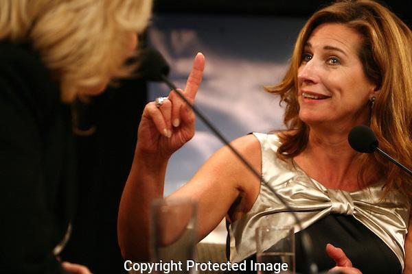 20100927 - Utrecht - Foto: Ramon Mangold - .Dagelijkse talkshow met Claudia de Breij in het festivalpaviljoen. Gast: Actrice Carine Crutzen (Majesteit).Nederlands Filmfestival 2010