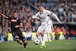 Cristiano Ronaldo of Real Madrid (in white) fights for the ball with Faouzi Ghoulam of SSC Napoli during the match Real Madrid vs Napoli, part of the 2016-17 UEFA Champions League Round of 16 at the Santiago Bernabeu Stadium on 15 February 2017 in Madrid, Spain. Photo by Diego Gonzalez Souto / Power Sport Images