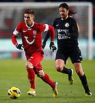 Nederland, Enschede, 19 januari 2013.Eredivisie.Seizoen 2012-2013.FC Twente-RKC Waalwijk.Dusan Tadic (l.) van FC Twente in actie met bal. Rechts Nourdin Boukhari van RKC Waalwijk.