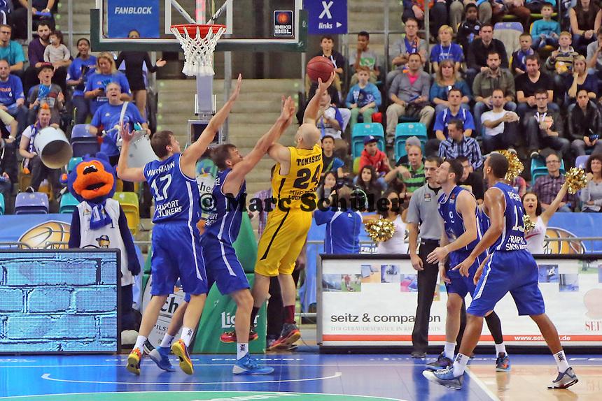Robert Tomaszek (Ludwigsburg) setzt sich durch - Fraport Skyliners vs. MHP Riesen Ludwigsburg, Fraport Arena Frankfurt