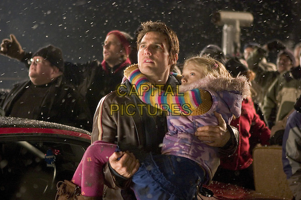 War of the Worlds (2005) <br /> Tom Cruise, Dakota Fanning  <br /> *Filmstill - Editorial Use Only*<br /> CAP/KFS<br /> Image supplied by Capital Pictures