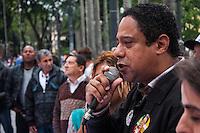 SÃO PAULO, SP, 22.10.2014 - ATO PRÓ DILMA NA PRAÇA DA SÉ - O deputado federal eleito Orlando Silva (PCdo B) participa de ato realizado por entidades ligadas a juventude, na Praça da Sé, em apoio a presidente e candidata a reeleição Dilma Rousseff, na tarde desta quarta-feira (22), em São Paulo. (Foto: Taba Benedicto/ Brazil Photo Press)