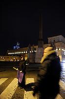 """Roma, 19 Gennaio 2011.Quirinale.Il popolo viole""""indignato""""chiede le dimissioni del presidente del consiglio Silvio Berlusconi..Rome, January 19, 2011.Quirinal.Purple people """"outraged"""" calls for the resignation of Prime Minister Silvio Berlusconi"""