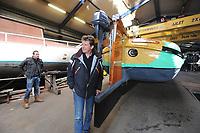 ZEILEN: IJLST: 07-04-2017, Scheepswerf Ten Woude, Meting SKS Skûtsje Twee Gebroeders van Langweer, nieuwe schipper Jaap Zwaga, ©foto Martin de Jong