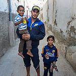 13 septiembre 2015. Nador. Marruecos.<br /> Basslaui y sus dos hijos, Noura e Isaed, esperan en Nador (Marruecos) la oportunidad de cruzar el paso fronterizo y llegar a Melilla. Su mujer y madre del pequeño, Leila, ya está en el Centro de Estancia Temporal de Inmigrantes (Ceti). La ONG Save the Children exige al Gobierno español que tome un papel activo en la crisis de refugiados y facilite el acceso de estas familias a través de la expedición de visados humanitarios en el consulado español de Nador. Save the Children ha comprobado además cómo muchas de estas familias se han visto forzadas a separarse porque, en el momento del cierre de la frontera, unos miembros se han quedado en un lado o en el otro. Para poder cruzar el control, las mafias se aprovechan de la desesperación de los sirios y les ofrecen pasaportes marroquíes al precio de 1.000 euros. Diversas familias han explicado a Save the Children cómo están endeudadas y han tenido que elegir quién pasa primero de sus miembros a Melilla, dejando a otros en Nador.  © Save the Children Handout/PEDRO ARMESTRE - No ventas -No Archivos - Uso editorial solamente - Uso libre solamente para 14 días después de liberación. Foto proporcionada por SAVE THE CHILDREN, uso solamente para ilustrar noticias o comentarios sobre los hechos o eventos representados en esta imagen.<br /> Save the Children Handout/ PEDRO ARMESTRE - No sales - No Archives - Editorial Use Only - Free use only for 14 days after release. Photo provided by SAVE THE CHILDREN, distributed handout photo to be used only to illustrate news reporting or commentary on the facts or events depicted in this image.