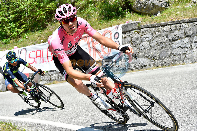 Race leader Maglia Rosa Tom Dumoulin (NED) Team Sunweb descends during Stage 19 of the 100th edition of the Giro d'Italia 2017, running 191km from San Candido/Innichen to Piancavallo, Italy. 26th May 2017.<br /> Picture: LaPresse/Fabio Ferrari | Cyclefile<br /> <br /> <br /> All photos usage must carry mandatory copyright credit (&copy; Cyclefile | LaPresse/Fabio Ferrari)