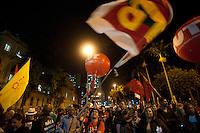 SÃO PAULO, SP, 29.05.2015 - PROFESSORES-SP - Professores em greve marcham até a praça da Republica, na secretária de educação, onde se juntam com sindicalistas e outros movimentos sociais, no dia de paralisação nacional no centro da cidade de São Paulo nessa sexta-feira 29. (Foto: Gabriel Soares/Brazil Photo Press)