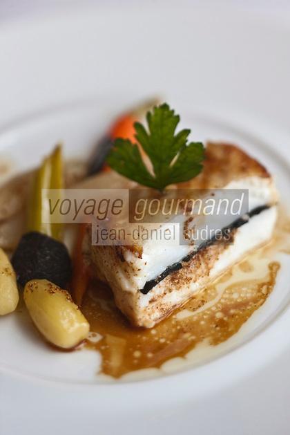 Europe/France/Provence-Alpes-Côte d'Azur/13/Bouches-du-Rhone/Cassis: Turbot rôti à la truffe noire, jus  de volaille citronné, recette de Jean-Marc Banzo de la Villa Madie