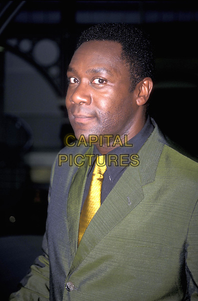 LENNY HENRY.27 August 1998.portrait headshot funny face green suit yellow tie.ref:7710.www.capitalpictures.com.sales@capitalpictures.com.©Capital Pictures