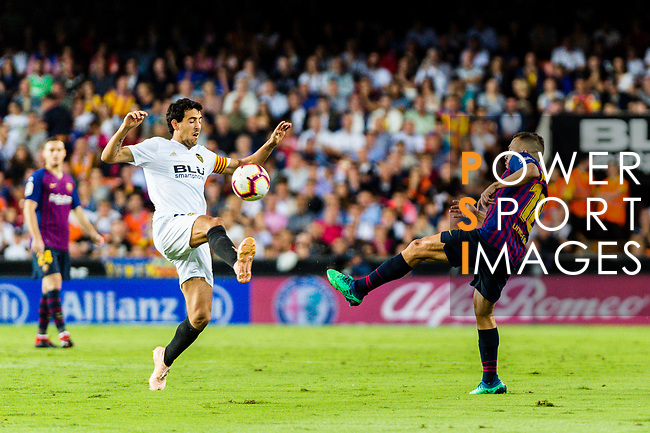 Daniel Parejo Munoz of Valencia CF (L) trips up with Jordi Alba of FC Barcelona (R) during their La Liga 2018-19 match between Valencia CF and FC Barcelona at Estadio de Mestalla on October 07 2018 in Valencia, Spain. Photo by Maria Jose Segovia Carmona / Power Sport Images