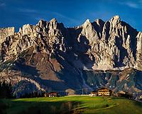 Austria, Tyrol, Going am Wildem Kaiser:  mountain farmhouse and Wilder Kaiser mountains   Oesterreich, Tirol, bei Going am Wildem Kaiser: Bauernhof vorm Wilden Kaiser