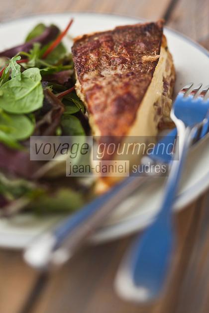 Europe/France/Rhône-Alpes/74/Haute-Savoie/Megève: Chalet d'altitude, restaurant: L'Idéal  1850 au sommet du Mont d'Arbois - Tourte au beaufort et lardons, salade verte