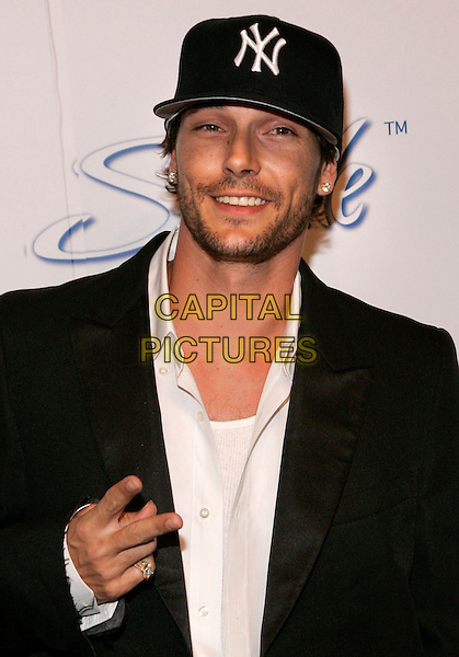 KEVIN FEDERLINE.The launch of Stride, a long lasting gum at the Waterfront, New York, NY, USA.  .June 21st, 2006.Photo: Jackson Lee/Admedia/Capital Pictures.Ref: JL/ADM.half length v peace sign hand gesture baseball cap hat.www.capitalpictures.com.sales@capitalpictures.com.© Capital Pictures.