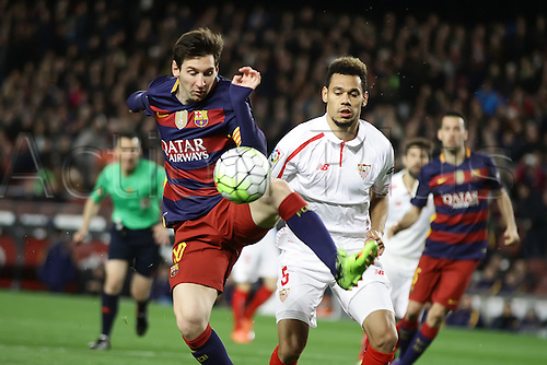 28.02.2016. Nou Camp, Barcelona, Spain. La Liga football match Barcelona versus Sevilla. Messi brings down the high ball while challenged by Kolodziejczak