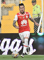 BOGOTÁ -COLOMBIA, 23-10-2016. Jonathan Gomez jugador de Santa Fe en acción durante el encuentro entre Independiente Santa Fe y Deportes Tolima por la fecha 17 de la Liga Aguila II 2016 jugado en el estadio Metropolitano de Techo de la ciudad de Bogota.  / Jonathan Gomez player of Santa Fe in action during the match between Independiente Santa Fe and Deportes Tolima for the date 17 of the Liga Aguila II 2016 played at the Metropolitano de Techo Stadium in Bogota city. Photo: VizzorImage/ Gabriel Aponte / Staff