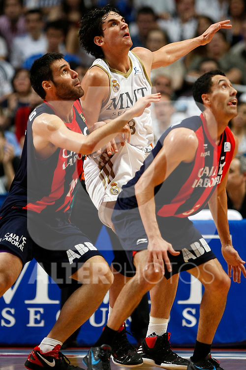Real Madrid´s Suarez and Caja Laboral´s Fernando San Emeteri (l) and Pablo Prigioni during La Liga ACB Playoffs semifinal last match, Madrid 2012/June/02..(ALTERPHOTOS/ARNEDO)