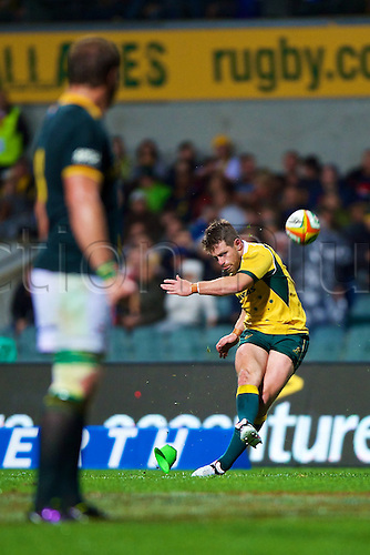 06.09.2014. Perth, Australia.  Bernard Foley of the Wallabies kicks during the The Rugby Championship match between Australia and South Africa. Patersons Stadium, Perth, Western Australia.