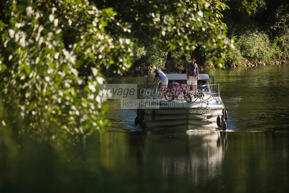 Europe/France/Midi-Pyrénées/46/Lot/Saint-Cirq-Lapopie: Tourisme Fluvial sur le bief de l'écluse