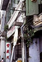Singapore: Chinatown--vegetation on building. Photo '82.