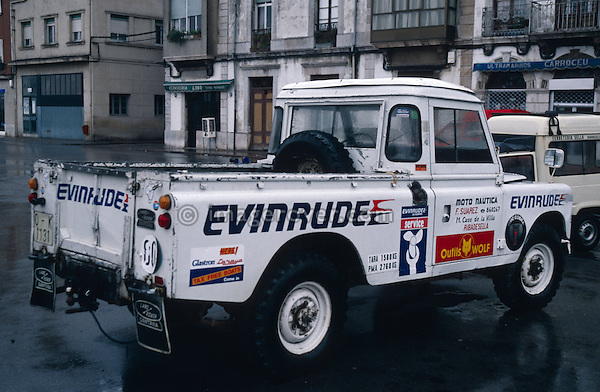 Spain 1990. Spanish Land Rover Santana Series 3 109 Truck Cab. --- No releases available. Automotive trademarks are the property of the trademark holder, authorization may be needed for some uses. --- Info: From the mid 1950's untill the early 1990's the english Land Rover was also built under license in Spain. The spanish company Metalurgica de Santa Ana (later to become Santana Motor SA), was producing Land Rovers in the beginning from CKD kits, but local content was gradually increased until the Santanas (this is how they were called) were 100 per cent locally manufactured.