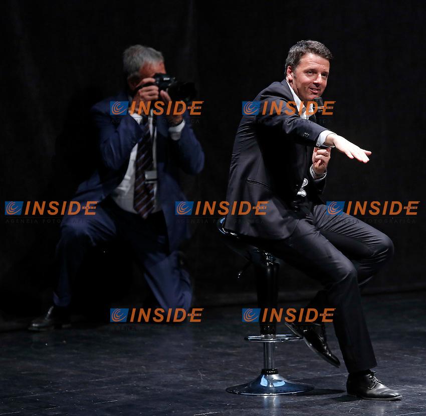 Matteo Renzi con il suo fotografo Tiberio Barchielli<br /> Roma 01-06-2016 Auditorium della Conciliazione. Inziativa elettorale per il candidato sindaco di Roma del Partito Democratico.<br /> Photo Samantha Zucchi Insidefoto