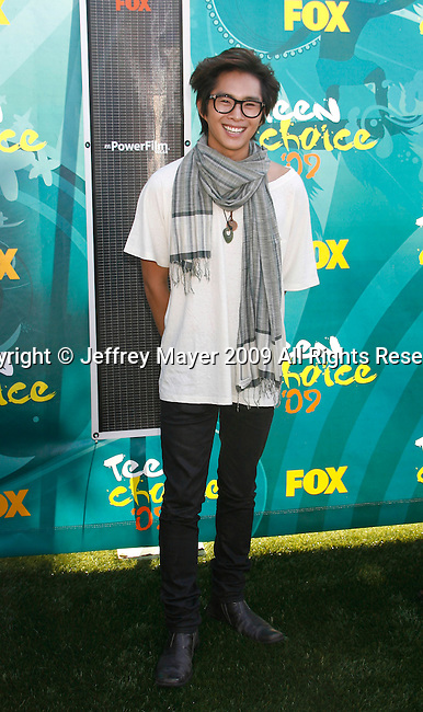 UNIVERSAL CITY, CA. - August 09: Actor Justin Chon arrives at the Teen Choice Awards 2009 held at the Gibson Amphitheatre on August 9, 2009 in Universal City, California.