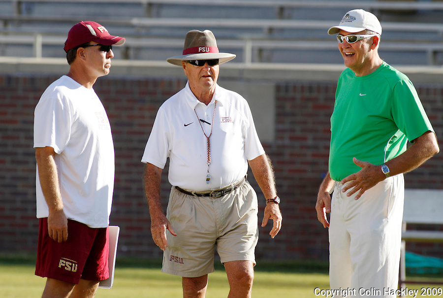 TALLAHASSEE, FL. 8/29/09-FSU-BOWDEN 0829 CH01-Florida State Head Coach Bobby Bowden, center, talks with Offensive Coordinator Jimbo Fisher, left, and Associate Athletics Director Andy Urbanic, right, prior to the scrimmage Saturday in Tallahassee...COLIN HACKLEY PHOTO