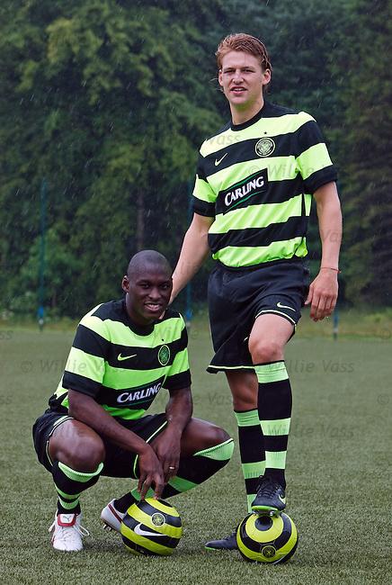 Marc-Antoine Fortune and Glenn Loovens in the new Celtic away kit