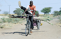 "Afrika Ostafrika Tanzania Tansania .Afrikaner auf Fahrrad auf Sandstrasse - Transport Fahrr?der fahren weltweit lustig Spass Witz lachen witzig xagndaz | .Africa east africa Tanzania .african on bicycle at sand road in village - funny fun laugh laughing joke stunt bike going .| [ copyright (c) Joerg Boethling / agenda , Veroeffentlichung nur gegen Honorar und Belegexemplar an / publication only with royalties and copy to:  agenda PG   Rothestr. 66   Germany D-22765 Hamburg   ph. ++49 40 391 907 14   e-mail: boethling@agenda-fototext.de   www.agenda-fototext.de   Bank: Hamburger Sparkasse  BLZ 200 505 50  Kto. 1281 120 178   IBAN: DE96 2005 0550 1281 1201 78   BIC: ""HASPDEHH"" , Nutzung nur f?r redaktionelle Zwecke, bitte um R?cksprache bei Nutzung zu Werbezwecken! ] [#0,26,121#]"