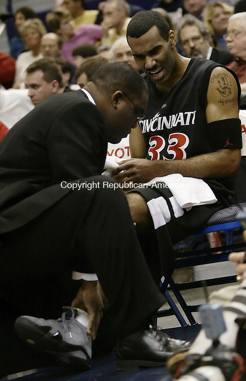 HARTFORD, CT 09 JANUARY 2005 010905BZ05-      Cincinnati #33, Armein Kirkland is treated on the bench after being injured during the first half against UConn<br />  during their game at the Hartford Civic Center Monday night. <br /> Jamison C. Bazinet Republican-American