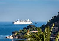 France, Provence-Alpes-Côte d'Azur, Villefranche-sur-Mer: TUI-cruise ship 'Thomson Dream' leaving Villefranche-sur-Mer Bay | Frankreich, Provence-Alpes-Côte d'Azur, Villefranche-sur-Mer: TUI-Kreuzfahrtschiff 'Thomson Dream' verlaesst die Bucht von Villefranche-sur-Mer, Frankreichs groessten Kreuzfahrthafen