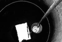 - Delta del Danubio, C.A. Rossetti. Un pozzo comune del villaggio. La maggior parte delle case nell'area del delta del danubio non hanno acqua corrente..- Danube Delta Area, C.A. Rosetti. One of the common well of the village. The majority of the houses of the Danube Delta Area doesn't have running water.