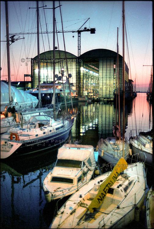 Viareggio, cantieri navali. Viareggio, shipyard.