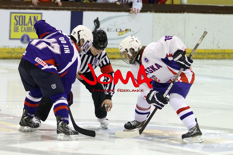 01.04.2013 Puigcerda, Spain. IIHF Ice Hockey Women's World Championship Div II Group B. Game between korea against Croatia
