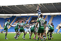 Dominic Day of Bath Rugby wins the ball at a lineout. Aviva Premiership match, between London Irish and Bath Rugby on November 7, 2015 at the Madejski Stadium in Reading, England. Photo by: Patrick Khachfe / Onside Images