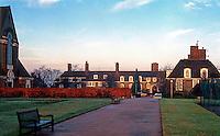 London: Hampstead Garden Suburb: Central Square.Photo '90.