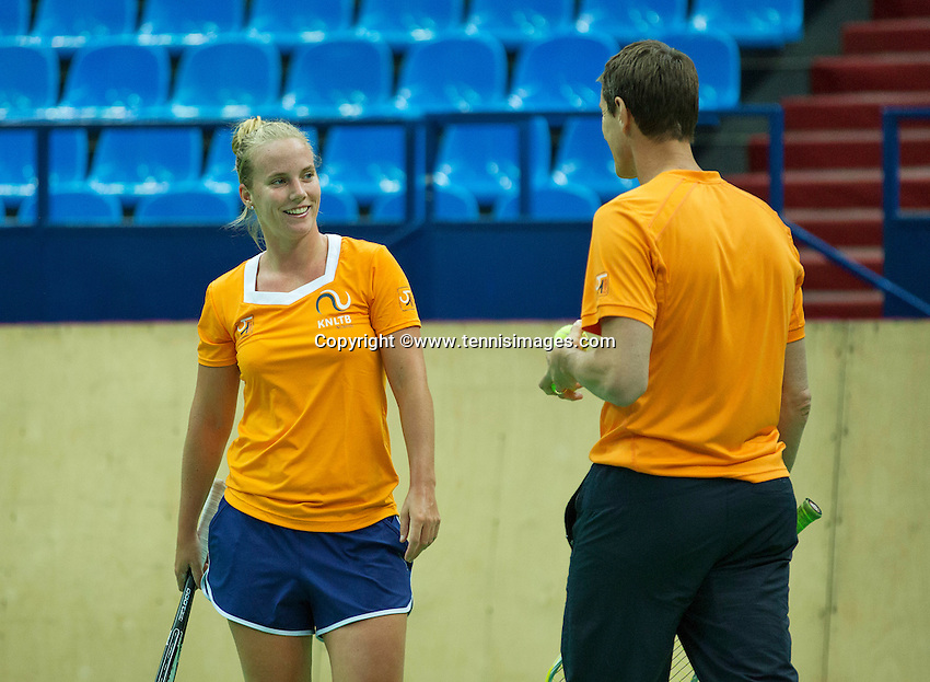 Moskou, Russia, Februari 3, 2016, Fed Cup Russia-Netherlands,  Practise Dutch team,   Richel Hogenkamp with captain Paul Haarhuis<br /> Photo: Tennisimages/Henk Koster