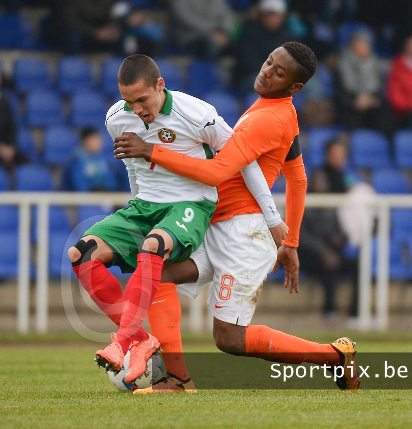 20160324 - Buderich , GERMANY : Dutch Leandro Fernandes (R) and Bulgarian Stanislav Ivanov (L)  pictured during the soccer match between the under 17 teams of The Netherlands and Bulgaria , on the first matchday in group 4 of the UEFA Under17 Elite rounds in Buderich , Germany. Thursday 24th March 2016 . PHOTO DAVID CATRY
