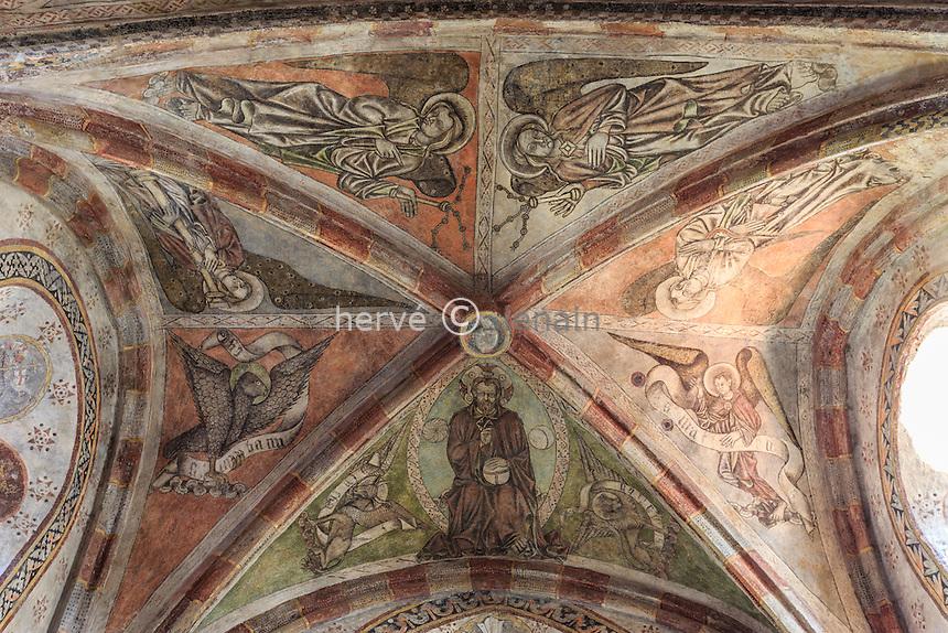 France, Haute-Loire (43), Saint-Cirgues, église de Saint-Cirgues, les fresques, au plafond les anges portent les instruments de la Passion // France, Haute Loire, Saint Cirgues, Saint Cirgues church, frescoes, ceiling angels carry the instruments of the Passion