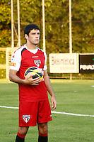 SAO PAULO, SP, 11 DE JULHO DE 2013. TREINO SPFC. o jogador Fabricio durante treino do São Paulo Futebol Clube no Centro de Treinamento na Barra Funda, zona oeste da capital paulista. Este foi o primeiro treino com o comando de Paulo Autuori FOTO ADRIANA SPACA/BRAZIL PHOTO PRESS.
