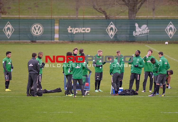 07.01.2014, Trainingsgelaende, Bremen, GER, 1.FBL, Training Werder Bremen, im Bild Trinkpause<br /> <br /> Foto &copy; nordphoto / Frisch