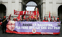 Manifestazione della Fiom Cgil in occasione dello sciopero dei lavoratori metalmeccanici Fiat, Fincantieri e componentistica, in Piazza del Popolo, Roma, 21 ottobre 2011..Fiat, Fincantieri and component production metalworkers demonstrate in occasion of their general strike called by the Fiom Cgil main metalworkers union, in Rome, 21 october 2011..UPDATE IMAGES PRESS/Riccardo De Luca