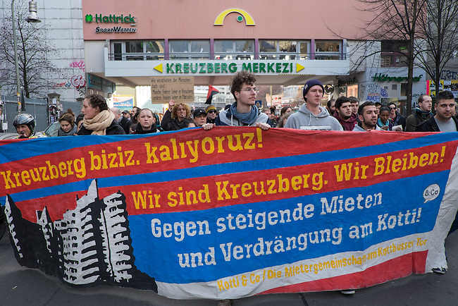 Demonstration gegen steigende Mieten und Verdraengung in Berlin.<br />Bis zu 500 Menschen beteiligten sich am Samstag den 22. Februar 2014 in Berlin-Kreuzberg an einer Demonstration gegen steigende Mieten und Verdraengung. Sie ueberbrachten der ehemals staedtischen Wohnungsbaugesellschaft GSW Mietminderungsschreiben von etwa 200 Mietern, deren Wohnungen und Mietshaeuser trotz steigender Betriebskosten verfallen. Die GSW, vom ehemaligen Senat aus Linkspartei und SPD an einen US-Hedgefond verkauft, tut nichts zum Erhalt der Haeuser.<br />22.2.2014, Berlin<br />Copyright: Christian-Ditsch.de.[Inhaltsveraendernde Manipulation des Fotos nur nach ausdruecklicher Genehmigung des Fotografen. Vereinbarungen ueber Abtretung von Persoenlichkeitsrechten/Model Release der abgebildeten Person/Personen liegen nicht vor. NO MODEL RELEASE! Don't publish without copyright Christian-Ditsch.de, Veroeffentlichung nur mit Fotografennennung, sowie gegen Honorar, MwSt. und Beleg. Konto:, I N G - D i B a, IBAN DE58500105175400192269, BIC INGDDEFFXXX, Kontakt: post@christian-ditsch.de<br />Urhebervermerk wird gemaess Paragraph 13 UHG verlangt.]