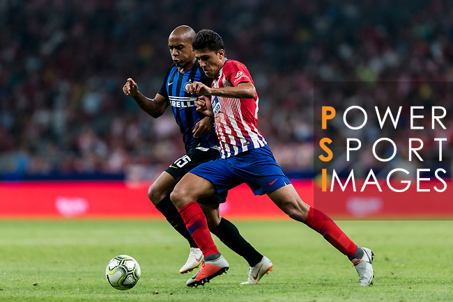 Mario Joao (L) of FC Internazionale fights for the ball with Rodrigo Hernandez, Rodri, of Atletico de Madrid during their International Champions Cup Europe 2018 match between Atletico de Madrid and FC Internazionale at Wanda Metropolitano on 11 August 2018, in Madrid, Spain. Photo by Diego Souto / Power Sport Images
