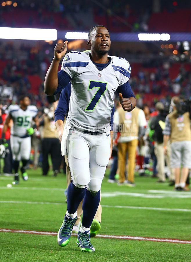 Jan 3, 2016; Glendale, AZ, USA; Seattle Seahawks quarterback Tarvaris Jackson (7) against the Arizona Cardinals at University of Phoenix Stadium. Mandatory Credit: Mark J. Rebilas-USA TODAY Sports