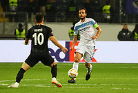 Marco Parolo (Lazio Rom) gegen Filip Kostic (Eintracht Frankfurt) - 04.10.2018: Eintracht Frankfurt vs. Lazio Rom, UEFA Europa League 2. Spieltag, Commerzbank Arena, DISCLAIMER: DFL regulations prohibit any use of photographs as image sequences and/or quasi-video.
